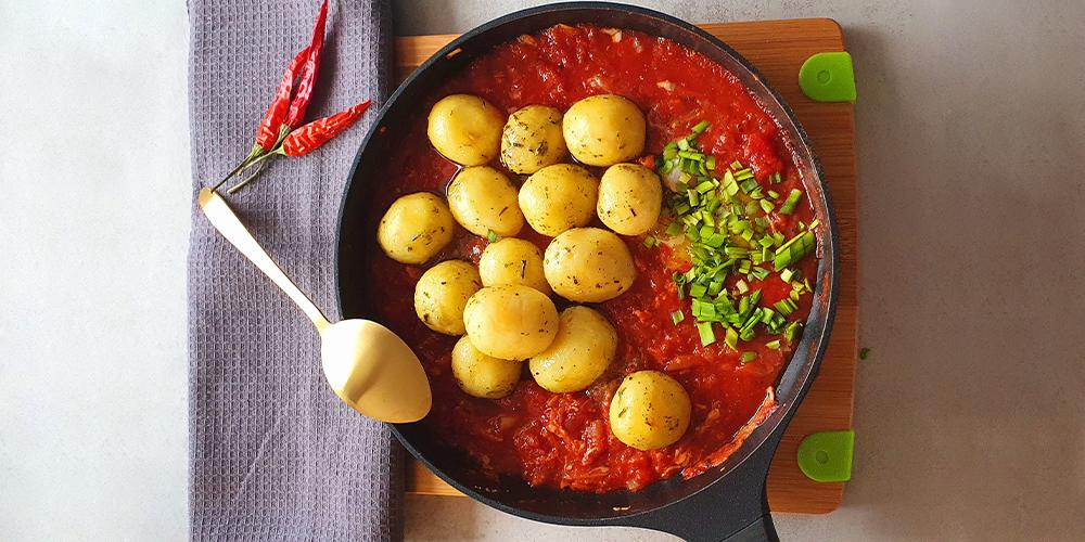 Ziemniaczki zrozmarynem wsosie pomidorowym